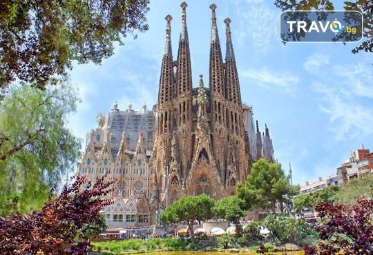 Коледен шопинг в Барселона! 5 нощувки със закуски и вечери в Hotel Samba 3* в Коста Брава, самолетен билет и транспорт с автобус, водач от Луксъри Травел! - Снимка 8