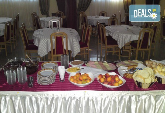 Купон по сръбски за Нова година! 2 нощувки в Лесковац с 2 закуски и 1 вечеря с неограничена консумация на напитки, възможност за транспорт - Снимка 8
