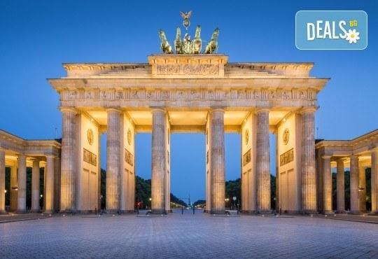 Вижте модерното лице на Германия - Берлин, през ноември! 3 нощувки в хотел 3*, самолетен билет и включени такси - Снимка 1