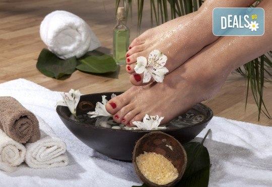 Красиви и поддържани крака! СПА педикюр с лакове на OPI в салон за красота Лаура Стайл! - Снимка 3