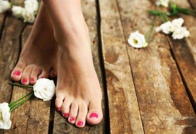Красиви и поддържани крака! СПА педикюр с лакове на OPI в салон за красота Лаура Стайл! - Снимка