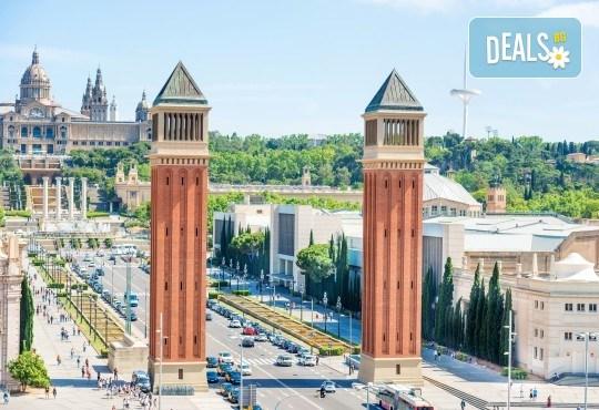 Посрещнете Коледа в уникално украсената Барселона, с ТА Солвекс! Самолетен билет, летищни такси, трансфер, 4 нощувки със закуски в Front Maritim 4*, пешеходни обиколки - Снимка 5