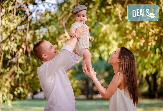 Есенна семейна, детска или индивидуална фотосесия на открито с 25 обработени кадъра от Фото студио Амели! - Снимка 6