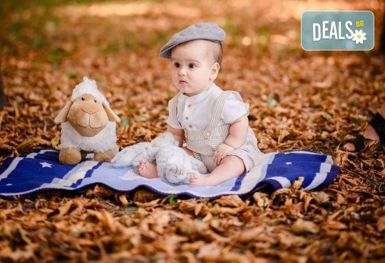 Есенна семейна, детска или индивидуална фотосесия на открито с 25 обработени кадъра от Фото студио Амели! - Снимка 1