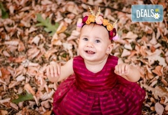 Есенна семейна, детска или индивидуална фотосесия на открито с 25 обработени кадъра от Фото студио Амели! - Снимка 2