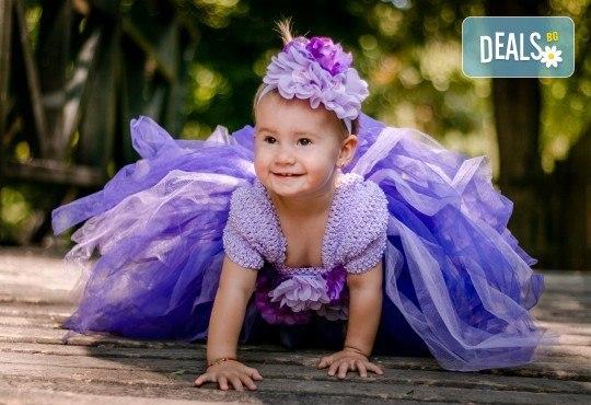 Есенна семейна, детска или индивидуална фотосесия на открито с 25 обработени кадъра от Фото студио Амели! - Снимка 8