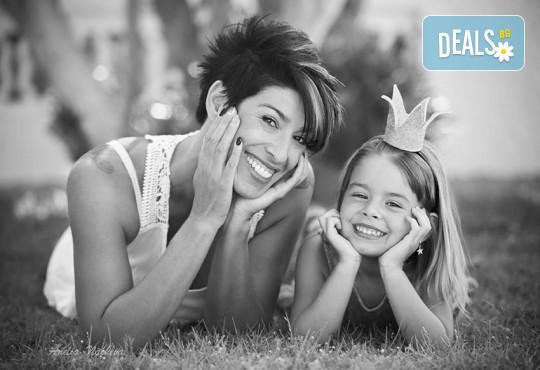 Есенна семейна, детска или индивидуална фотосесия на открито с 25 обработени кадъра от Фото студио Амели! - Снимка 12