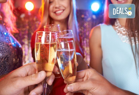 Луксозна Нова година в Hampton By Hilton 4*, Гелиболу! 3 нощувки с 3 закуски и 2 стандартни вечери, Новогодишна вечеря с неограничени напитки и DJ програма - Снимка 1