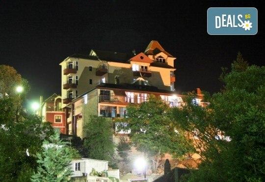 Нова година 2020 в Пролом баня, Сърбия! 3 нощувки със закуски в Garetov Konak, 2 вечери с жива музика и Новогодишна гала вечеря, минерален басейн, джакузи и сауна - Снимка 2