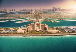 Екзотика през 2020г. в Дубай! 4 нощувки със закуски и вечери, самолетен билет, трансфери, посещение на Абу Даби и сафари в пустинята - Снимка