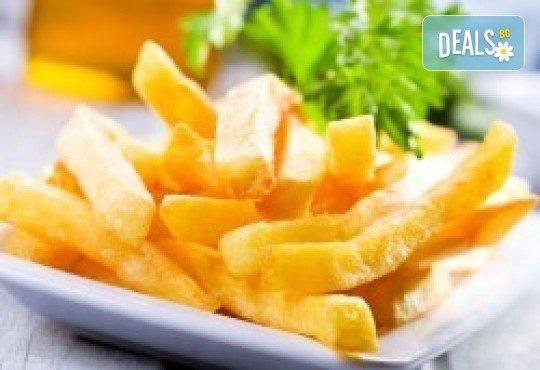 2 порции пресен сафрид с гарнитура пържени картофи и салата зеле с моркови в Ресторант 21 - Лозенец! - Снимка 2