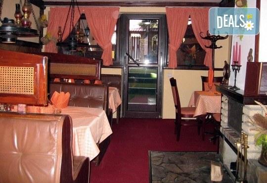 2 порции пресен сафрид с гарнитура пържени картофи и салата зеле с моркови в Ресторант 21 - Лозенец! - Снимка 4