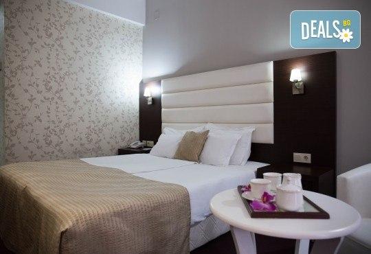 Посрещнете Нова година 2020 в хотел Continental 4*, Скопие, с Мивеки Травел! 2 нощувки със закуски, 1 стандартна и Новогодишна вечеря, транспорт и водач - Снимка 3