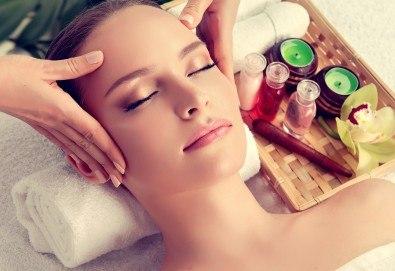 Козметичен масаж на лице и терапия според индивидуалните нужди на всеки клиент: почистваща, анти-ейдж, анти-акне или хидратираща, във фризьоро-козметичен салон Вили! - Снимка
