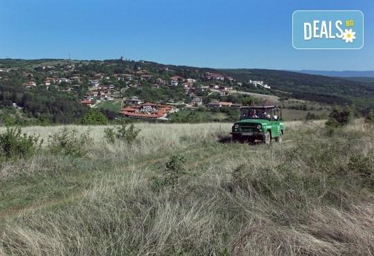 Офроуд разходка за до шест човека с джип в околностите на Велико Търново и село Арбанаси от HillView VT - Снимка 9