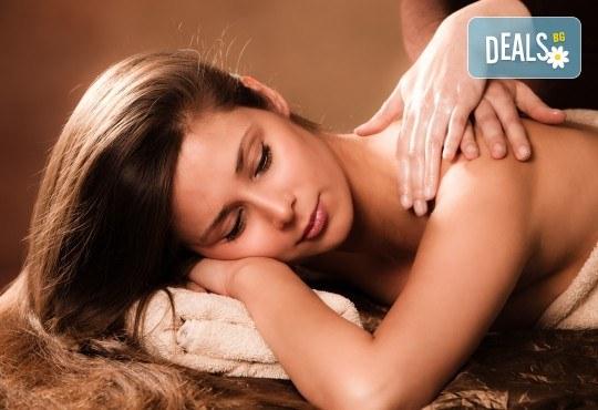 За пълен релакс! Ароматерапевтичен или дълбокотъканен масаж и пилинг на гръб + масаж на лице във фризьоро-козметичен салон Вили! - Снимка 3