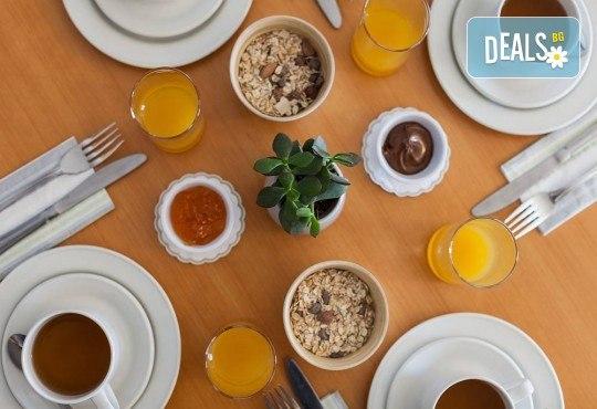 Коледен шопинг в Малта! 3 нощувки със закуски в Hotel Plaza 3*, самолетен билет и водач от ПТМ Интернешънъл! - Снимка 13