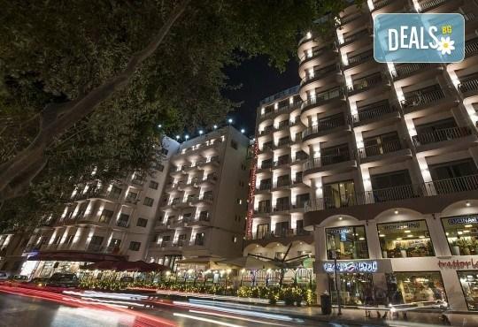 Коледен шопинг в Малта! 3 нощувки със закуски в Hotel Plaza 3*, самолетен билет и водач от ПТМ Интернешънъл! - Снимка 7