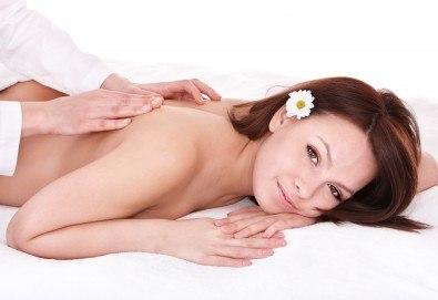 Преглед от професионален физиотерапевт, 70 минутен лечебен масаж при дискова херния + лазертерапия или инверсионна терапия в студио Samadhi! - Снимка