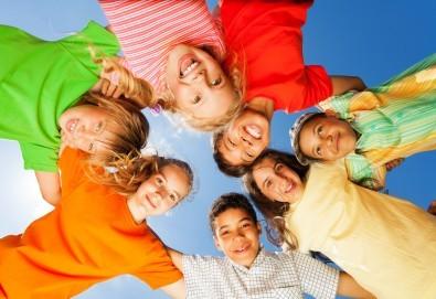 Детски рожден ден с много забавления, скейт борд, тенис на корт, скачане на батути и още от Фирма Scoot! - Снимка