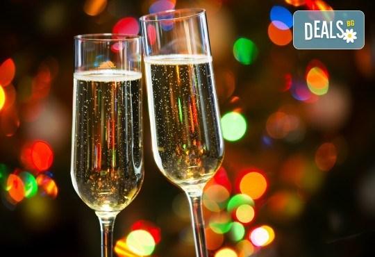 Лукс за Нова година! 3 нощувки със закуски в Bekdas Deluxe 4* в Истанбул, транспорт и водач от Караджъ Турс - Снимка 1
