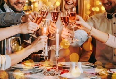 Посрещнете Нова година в Истанбул! 3 нощувки със закуски, транспорт, Новогодишна вечеря на яхта по Босфора! - Снимка