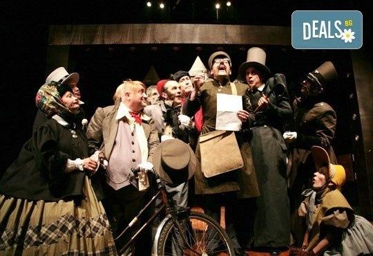 Гледайте Калин Врачански и Мария Сапунджиева в комедията Ревизор на 12.11. от 19 ч., в Театър ''София'', билет за един! - Снимка 5