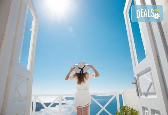Почивка за Великден на романтичния остров Санторини! 4 нощувки със закуски, транспорт, фериботни билети и водач от Далла Турс! - Снимка 6