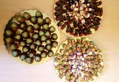 Микс от 100 или 150 броя печени шишчета от пилешко, телешко и свинско с гриловани зеленчуци и свински кюфтенца с кисела краставичка, от Кетъринг груп 7! - Снимка