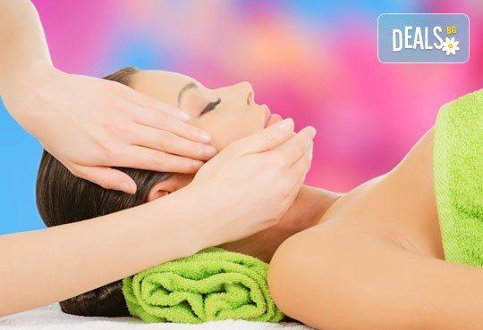 Мануално почистване на лице и масаж в Женско царство в Център