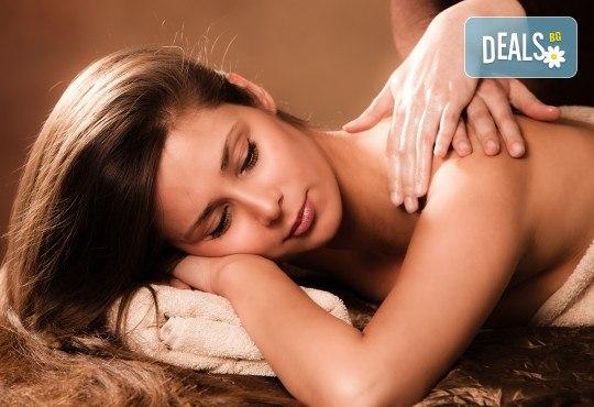 СПА пакет Релакс! 60-минутен дълбокотъканен или релаксиращ масаж на цяло тяло, пилинг на гръб, масаж на глава и лице и бонус: масаж на ходила в Женско Царство! - Снимка 3