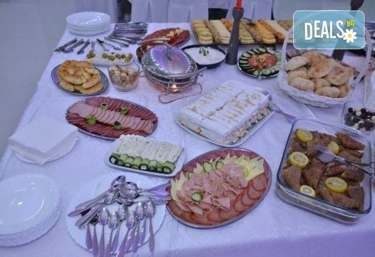 Отпразнувайте Никулден в Бойник, Сърбия! 1 нощувка със закуска и празнична вечеря с неограничен алкохол, транспорт и посещение на Янушкия манастир и Брестовачкото езеро! - Снимка 5