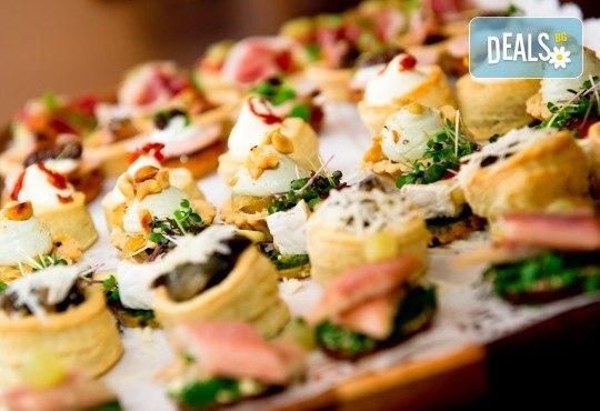 115 коктейлни хапки с френски сирена, плодове, италиански колбаси и още от My Style Event - Снимка 1