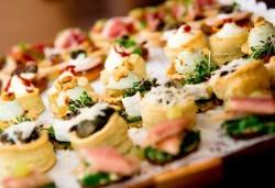 115 коктейлни хапки с френски сирена, плодове, италиански колбаси и още от My Style Event - Снимка