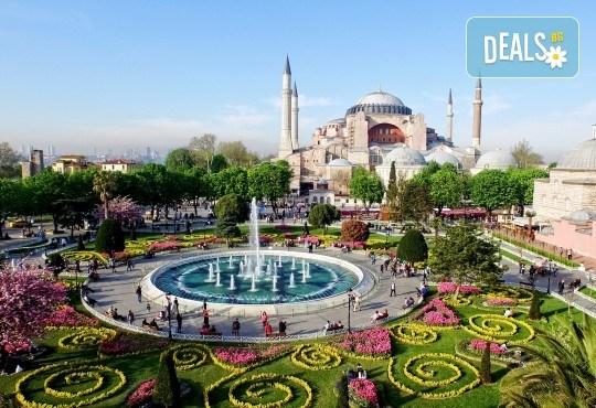 Пролет 2020 в Истанбул! 2 нощувки със закуски в хотел 2*/3*, транспорт и възможност за посещение на Фестивала на лалето! - Снимка 1