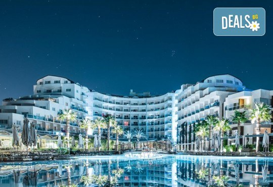 Нова година 2020 в Sealight Resort 5*, Кушадасъ! 4 нощувки на база Ultra All Inclusive и Новогодишна гала вечеря - Снимка 1