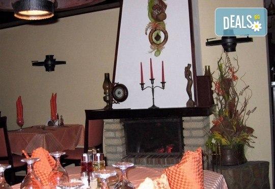 1 кг. скара микс: свинска вратна пържола, пилешка пържола, шишче, суджук и кюфтенца на скара в Ресторант 21 - Лозенец - Снимка 5