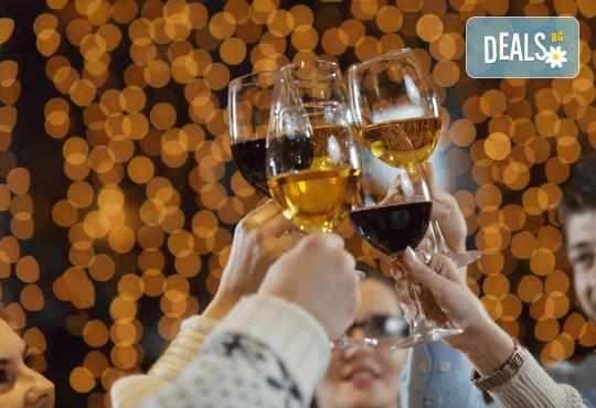Нова година в Ниш! 2 нощувки с 2 закуски и 1 вечеря с жива музика в Hotel Crystal Ice 3*, Новогодишна вечеря и транспорт - Снимка 2