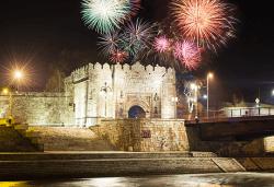 Нова година в Ниш! 2 нощувки с 2 закуски и 1 вечеря с жива музика в Hotel Crystal Ice 3*, Новогодишна вечеря и транспорт - Снимка