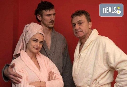 Гледайте Йоана Буковска, Димо Алексиев и Емил Марков в Една седмица, не повече ... на 12.11., от 19:00 ч, Театър Сълза и Смях, 1 билет - Снимка 2