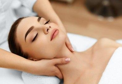 Сияйно лице! Лифтинг масаж на лице, шия и деколте с anti-age ефект + маска и нанасяне на крем в SPA център Senses Massage & Recreation!