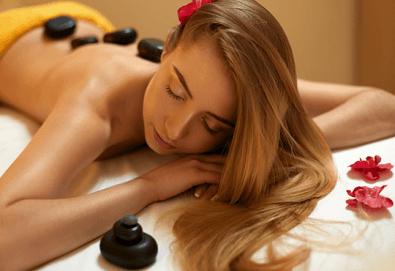 60-минутен масаж с топли вулканични камъни на цяло тяло в център Beauty and Relax, Варна! - Снимка