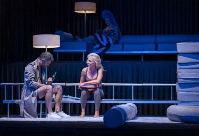 Гледайте Весела Бабинова, Христо Пъдев и Анастасия Лютова в Сцени от един семеен живот на 28-ми ноември (четвъртък) в Малък градски театър Зад канала! - Снимка