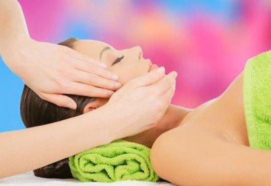 Мануално почистване на лице, нанасяне на маска, ампула колаген и крем с екстракт от охлюв и масаж на Жаке-Поспелов в салон за красота Madonna в Центъра - Снимка