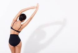 Комбинирана антицелулитна терапия с Vibro plate, ръчен масаж и вендузи на цели крака, седалище и задни паласки в Wellness Center Ganesha Club! - Снимка