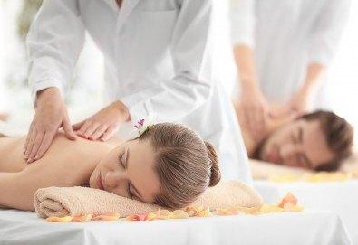 Изтокът среща Запада! Двоен енергиен масаж за двама при физиотерапевт от Филипините и СПА терапевт от Европа с ароматни екзотични масла в Senses Massage & Recreation! - Снимка