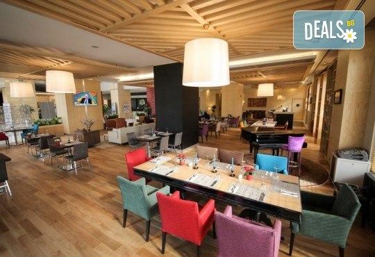Нова Година 2020 в Истанбул, Хотел Holiday INN 5*, с Дари Травел! 3 нощувки със закуски, 2 вечери и Новогодишна вечеря, по желание транспорт - Снимка 5