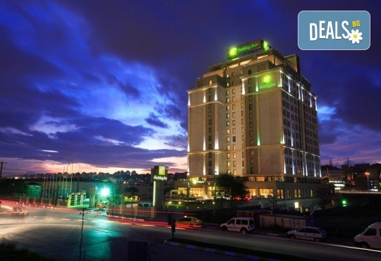 Нова Година 2020 в Истанбул, Хотел Holiday INN 5*, с Дари Травел! 3 нощувки със закуски, 2 вечери и Новогодишна вечеря, по желание транспорт - Снимка 3
