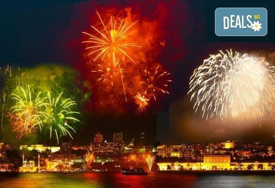 Нова Година 2020 в Истанбул, Хотел Holiday INN 5*, с Дари Травел! 3 нощувки със закуски, 2 вечери и Новогодишна вечеря, по желание транспорт - Снимка 1