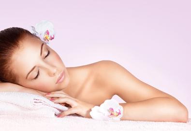 Ароматерапевтичен масаж на цяло тяло с аромати по избор - зимна свежест, коледен сладкиш, елха, портокал, ябълка и канела или други, в Dream Relax! - Снимка